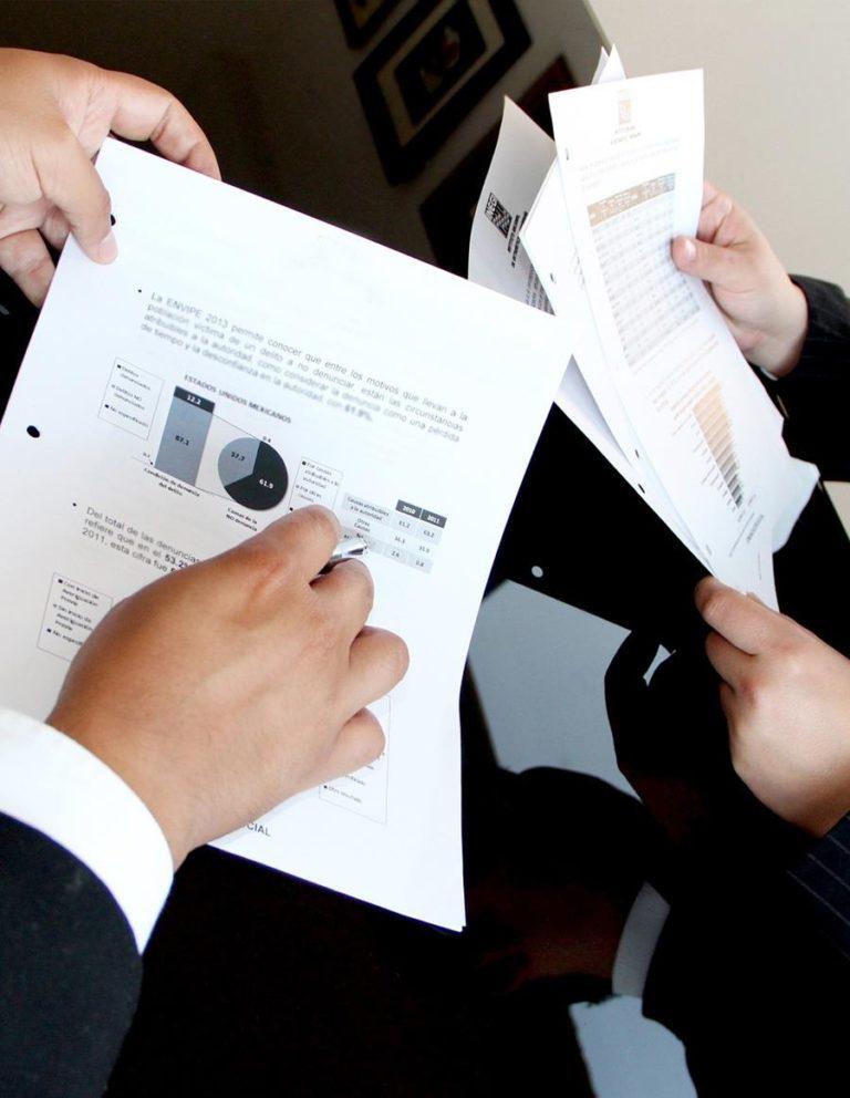 Konsultanci finansowi współpracują z wieloma firmami